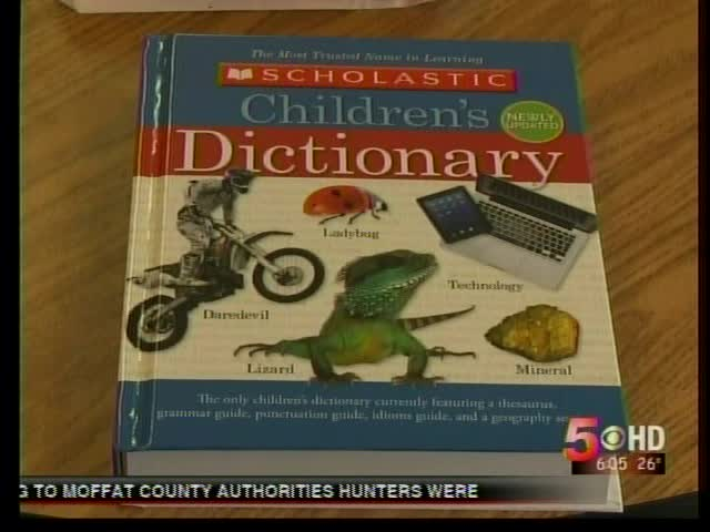 Local Rotary Clubs Deliver Free Dictionaries for 3rd Graders_3992583665955914410