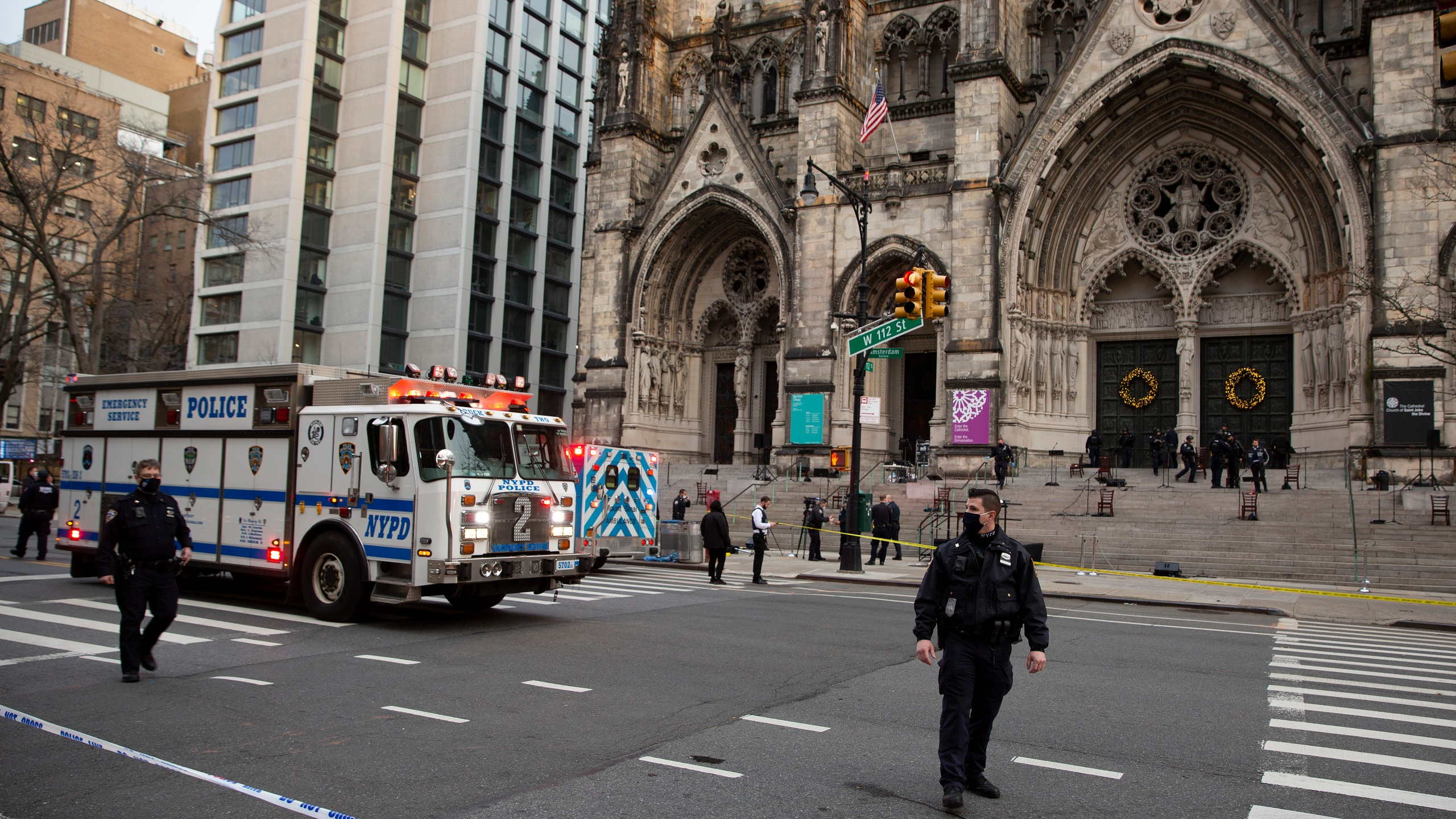 Gunman shot by police at NYC cathedral Christmas concert | KREX